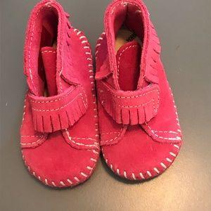 Minnetonka Moccasins Pink Size 3 NWOB